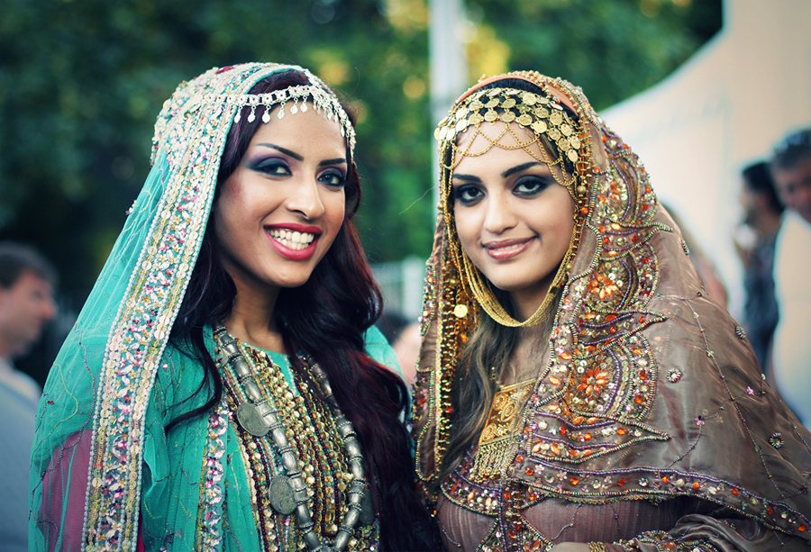 Model Omani Women Have Very Colourful Costumes Which Vary From Region To Region The Main Components Of A Womans Outfit Comprise Of A Dress Which Is Worn Over Trousers Sirwal And The Headdress, Called The Lihaf There Are Numerous