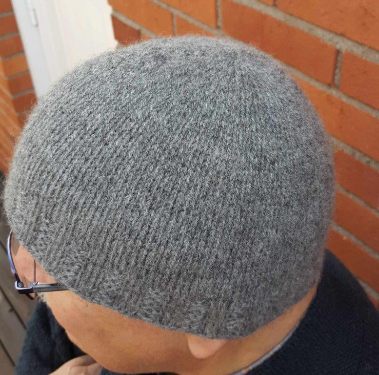Lappone: Grey hat in twined knitting