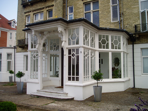 Modern country style edwardian porches for Country style porch