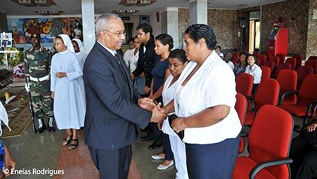 """Cabo Verde: """"Irmãos"""" de Angola e da Guiné-Bissau na despedida de Aristides Pereira"""