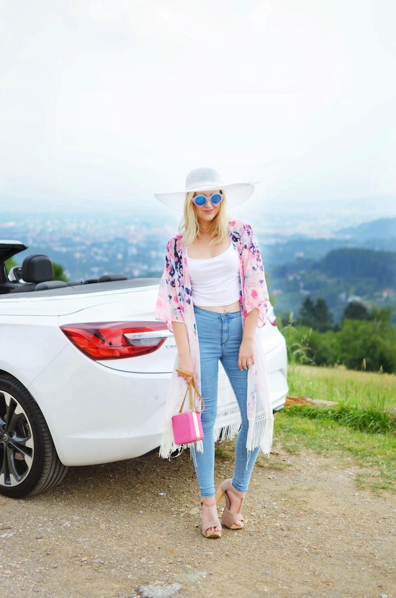 Outfit_rosa_Sommer_Kimono_blaue_Jeans_Sonnenhut_ViktoriaSarina