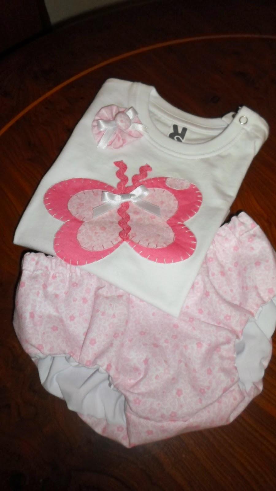 conjunto de camiseta y cubrepañal en rosa y blanco