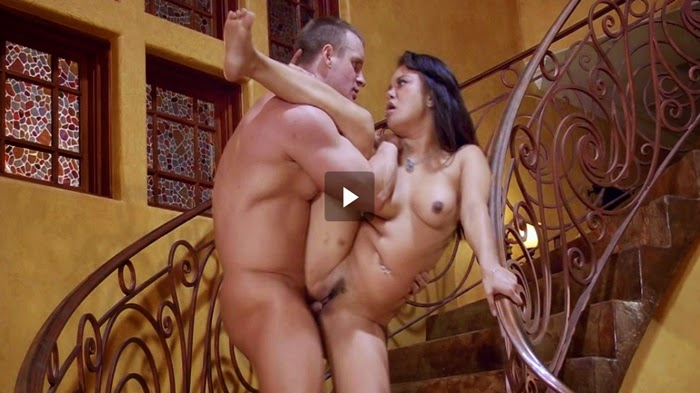 Casal amador fudendo loucamente na escada caiu na net