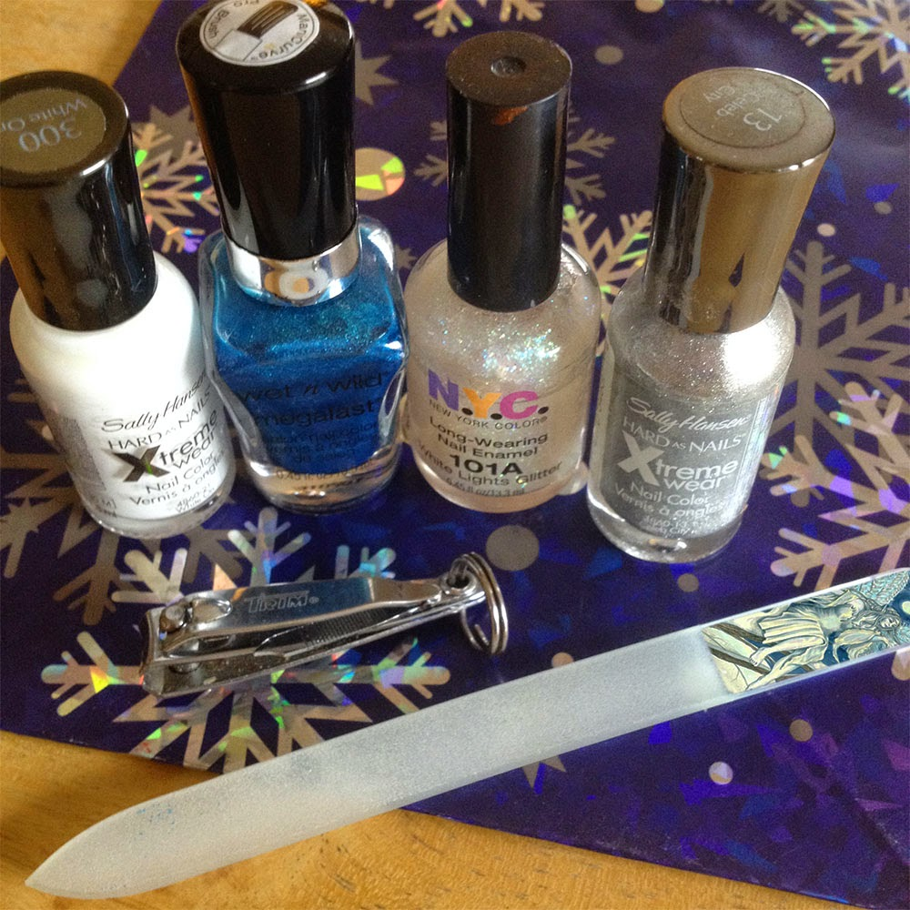 Tales from the Old Wooden Art Table: Easy Frozen Nails DIY Tutorial