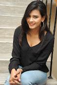 Hebah Patel glam pics in black top-thumbnail-16
