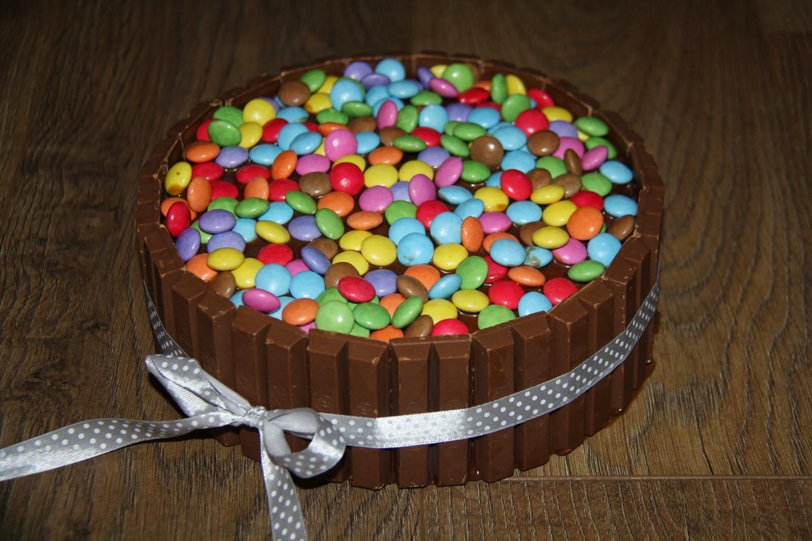 Karin's Taarten: Kitkat-Smartie-taart Smarties Taart