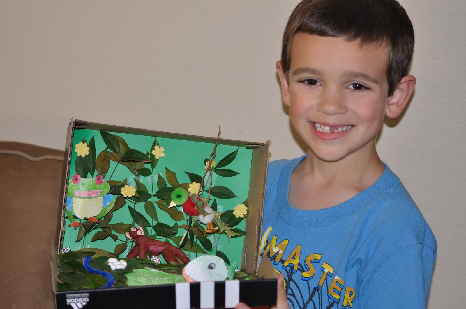 Snake Projects With Shoe Box http://pistoriusfamily.blogspot.com/2012/03/rain-forest-diorama.html