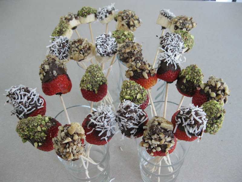 how to make chocolate dipped fruit bouquet