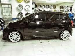Modifikasi mobil agya trd warna putih hitam silver ceper keren terbaru