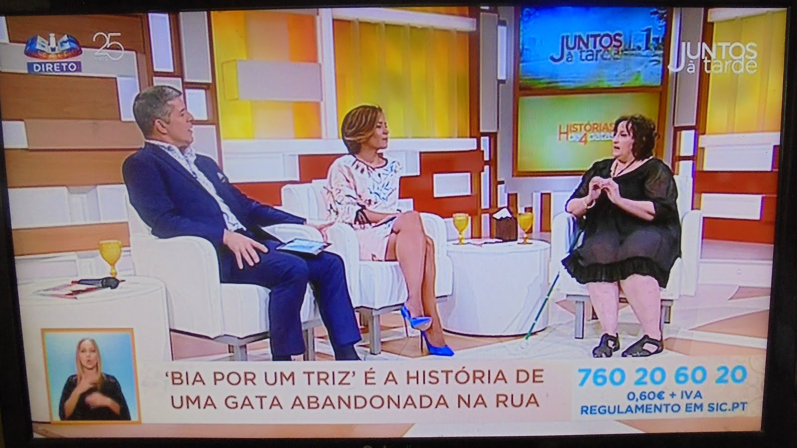 """O livro """"Bia por um triz"""" na SIC no programa """"Juntos à tarde""""."""