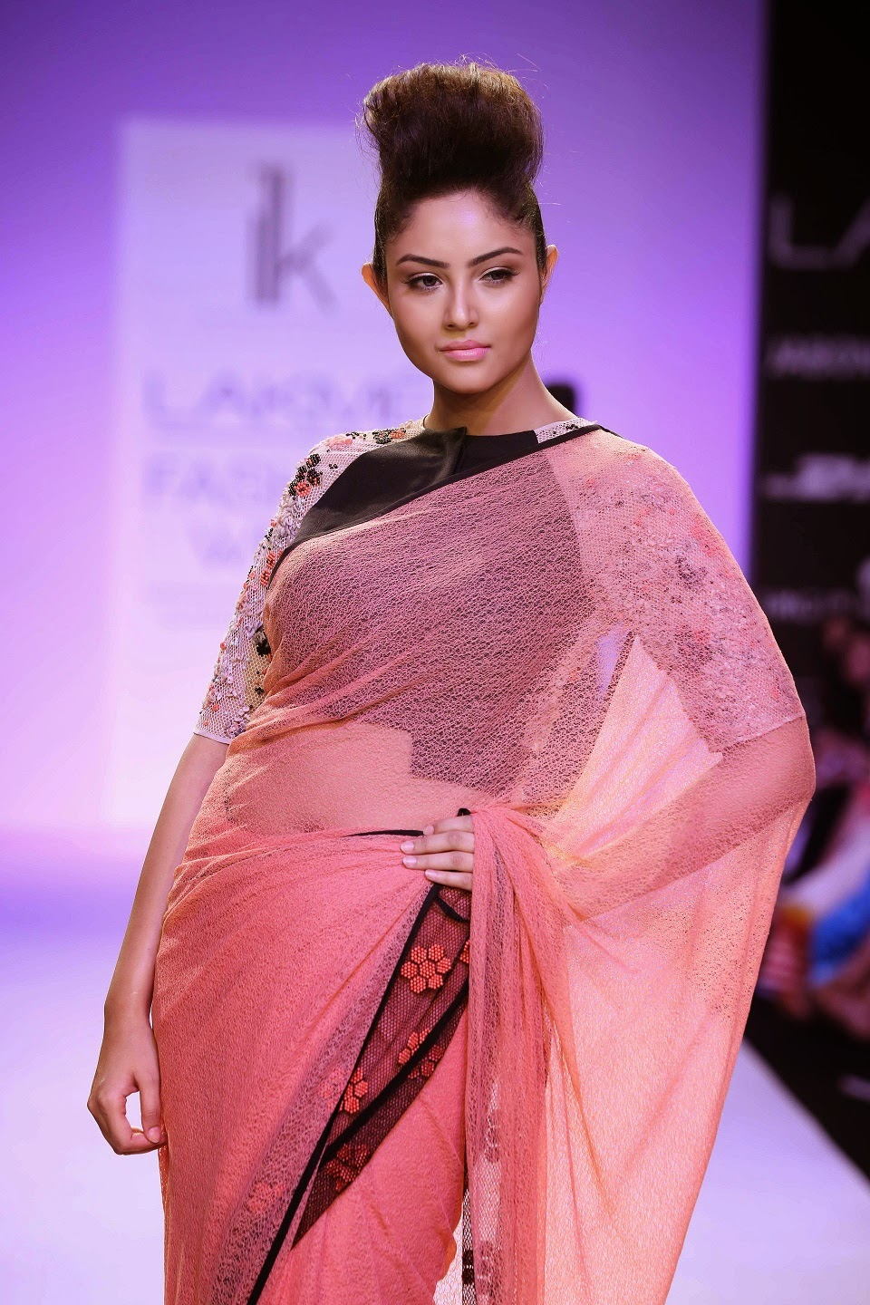 Washed out shades of beige, off-white, claret and grey had large doses of black for fabrics that ranged from mul and chiffon to tulle, voile, satin and lace. Pallavi paid attention to detailing as she added appliqués, French knots, pearls and ribbing to highlight the garments