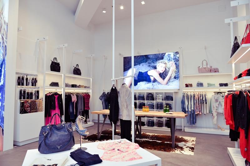 jaunā koncepta guess veikals t/c domina shopping