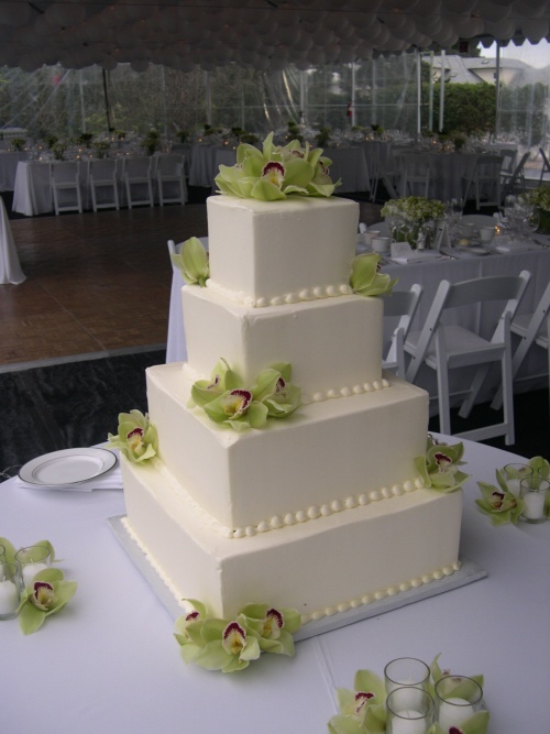 Wedding Cake Decor with Flowers Ideas