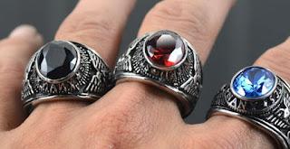 hukum memakai cincin sebagai perhiasan untuk laki-laki