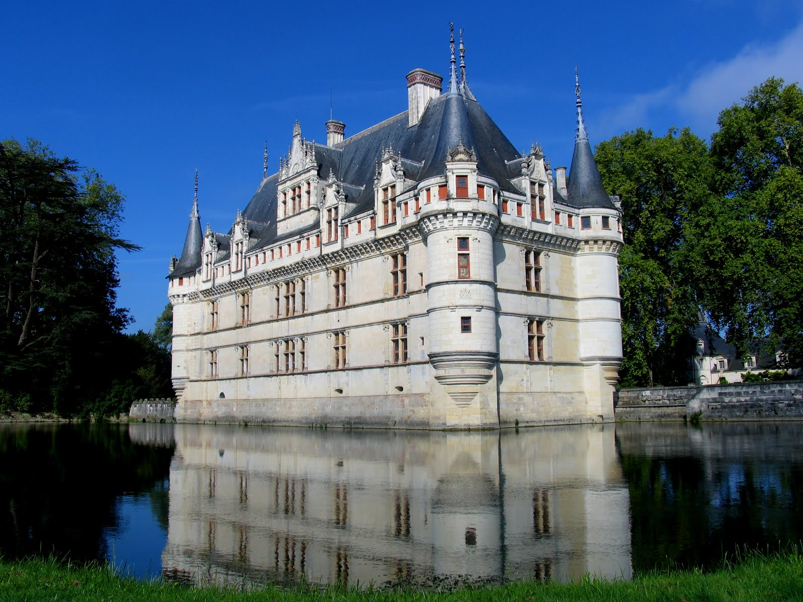 experience loire loire valley tourism azay le rideau out of the water