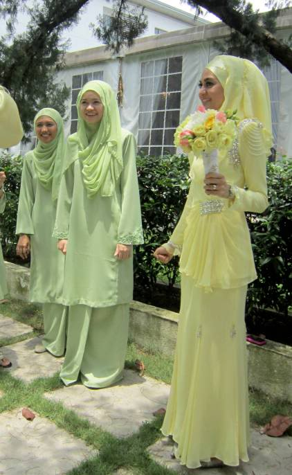 the bride wears hijab august 2008