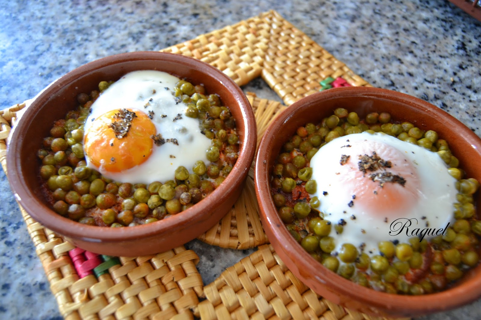 Huevos Al Plato Con Trufa Y Guisantes.
