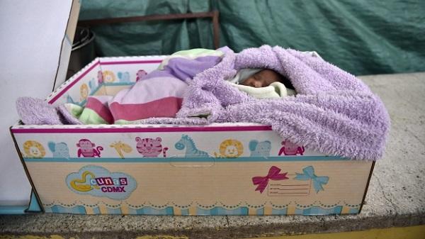 Gobierno del df reparte cajas de cart n para los reci n - Cajas de carton decoradas para bebes ...