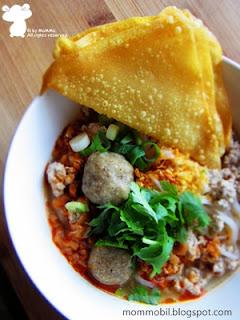 Thailändisch Reisnudelsuppe mit Hackfleisch