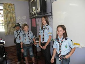 Dia do Escoteiro- Alunos da escola e ex-aluna Luiza