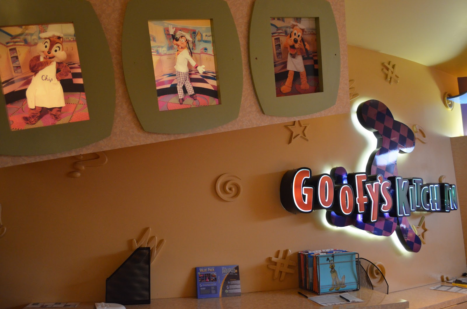 Disney Eats: Disneyland Hotel: Goofy39;s Kitchen