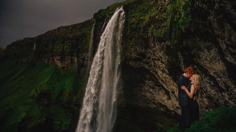 Pareja viaja a Islandia para estar rodeado de naturaleza