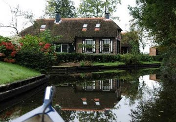 3, giethoorn in holland marisa haque & ikang fawzi, village withouts treets.