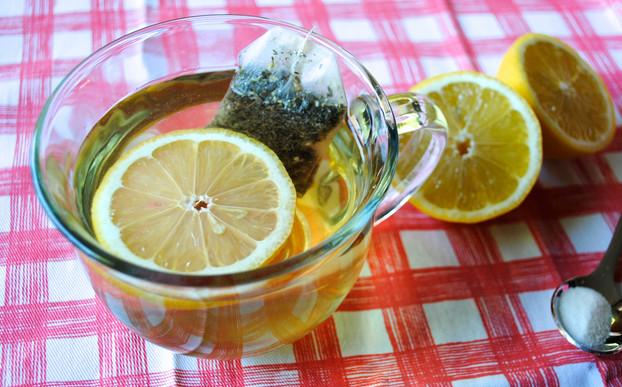 Trị nám da bằng trà xanh và chanh