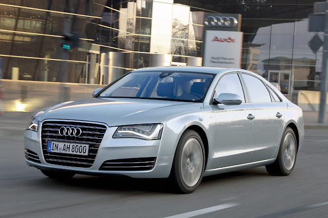 боковой вид Audi A8 Hybrid 2012 года