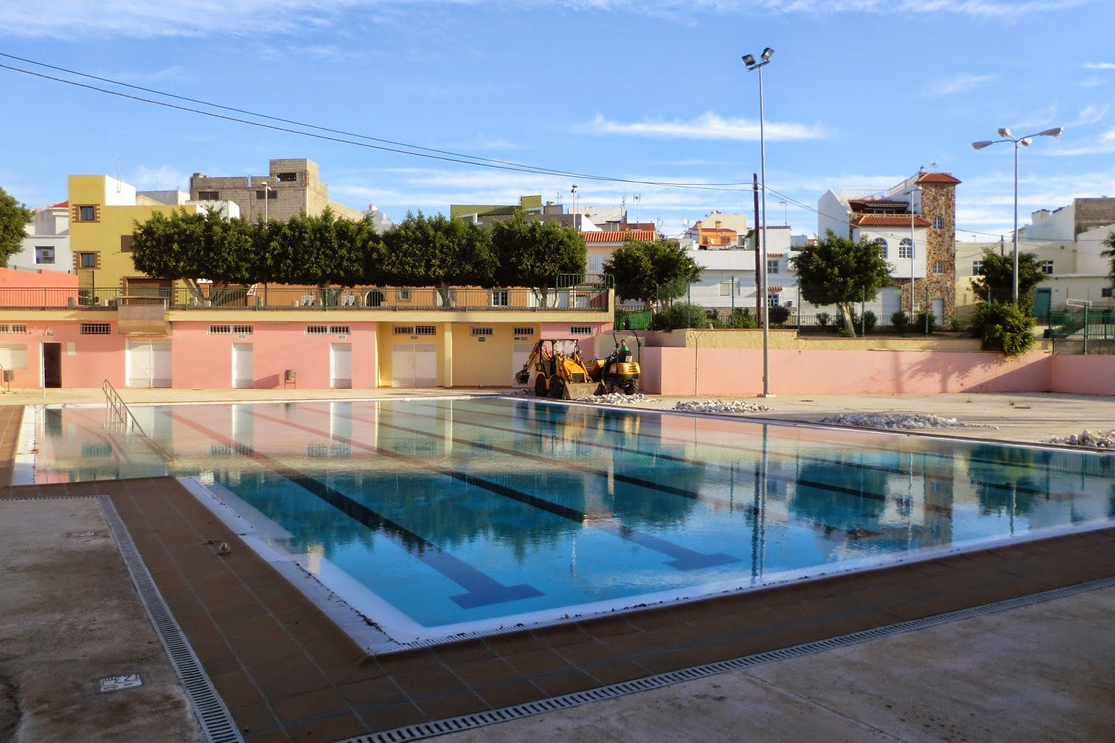 Techo para la piscina de aldea blanca amp blogger design - Techo piscina cubierta ...