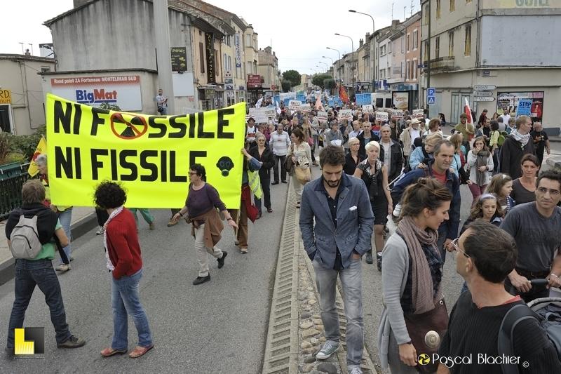 ni fossile ni fissile banderole manifestation contre les gaz de schiste à montélimar photo blachier pascal