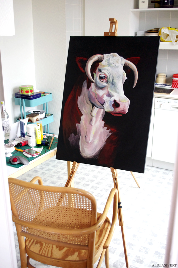 aliciasivert, alicia sivertsson, the post war dream II, ko, cow, painting, acrylic paint, akryl, akrylfärg, måleri, porträtt, portrait, kitchen studio, köksstudio, måla, duk, canvas, kanvas