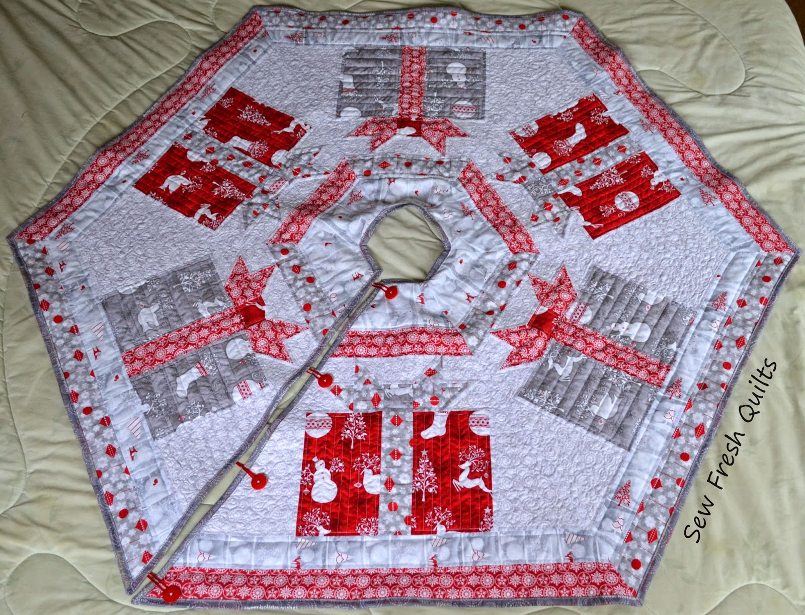http://sewfreshquilts.blogspot.ca/2014/08/its-festive-friday-christmas-post.html
