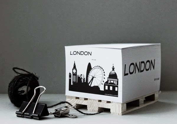 memoblock med lastpall, lastpallar, svartvitt, svartvita block, anteckningsblock, till kontoret, arbetsrum, handmålat motiv london, londons skyline, webshop inredning, snyggt på skrivbordet,