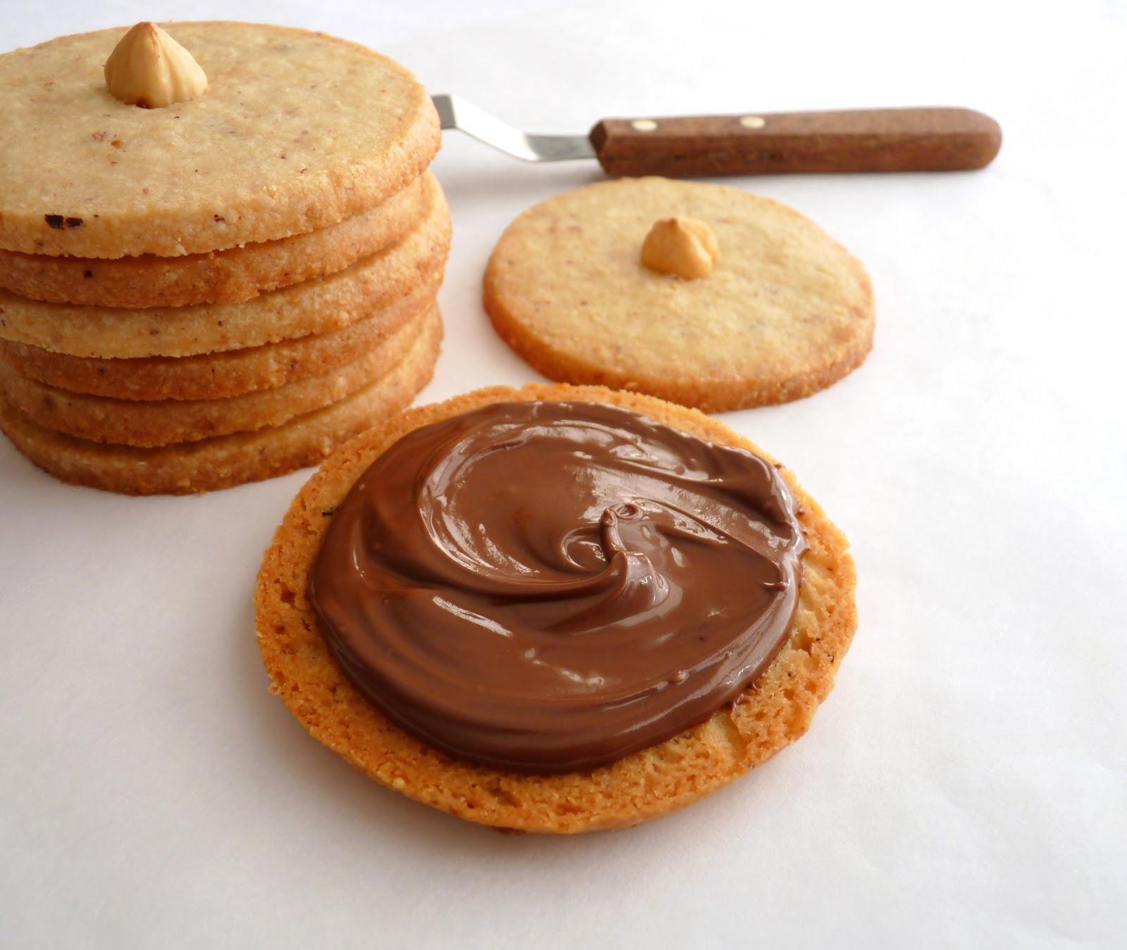 :pastry studio: Hazelnut Nutella Sandwich Cookies