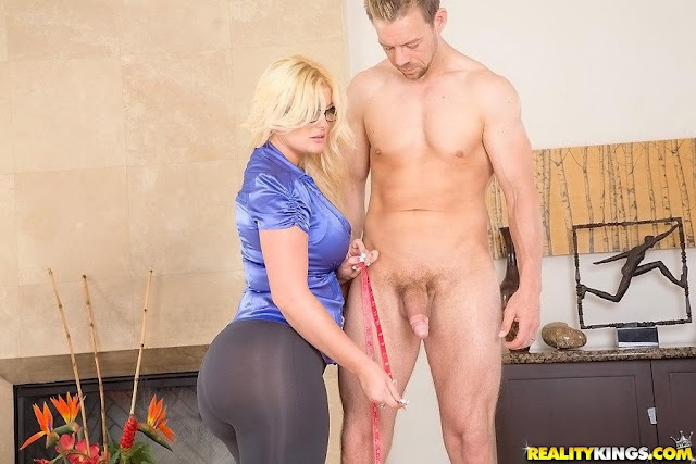 julie cash in perfect size