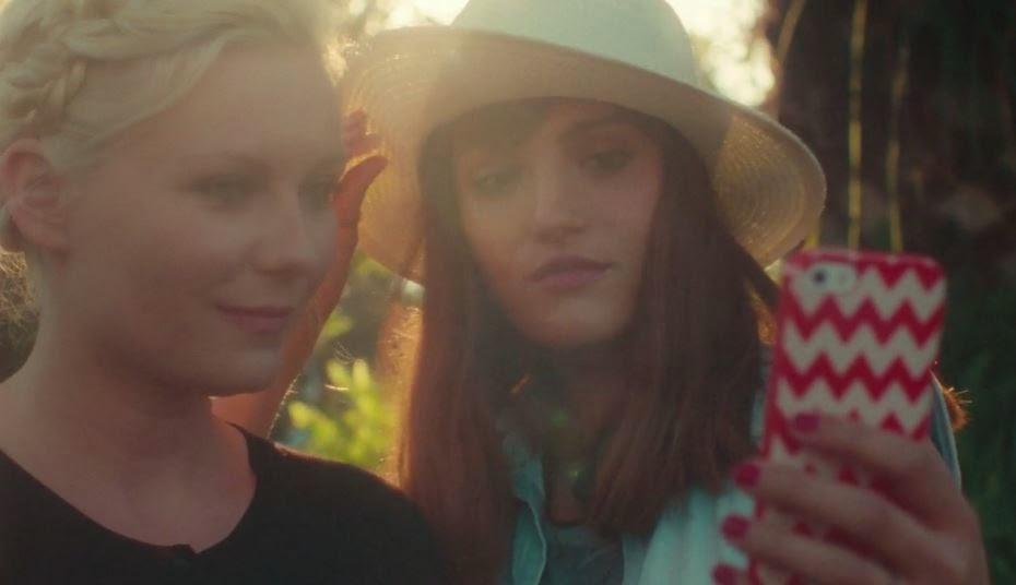 Kirsten Dunst et le selfie, un court-métrage de Matthew Frost.