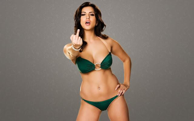 Sunny Leone Sexy in Bikini