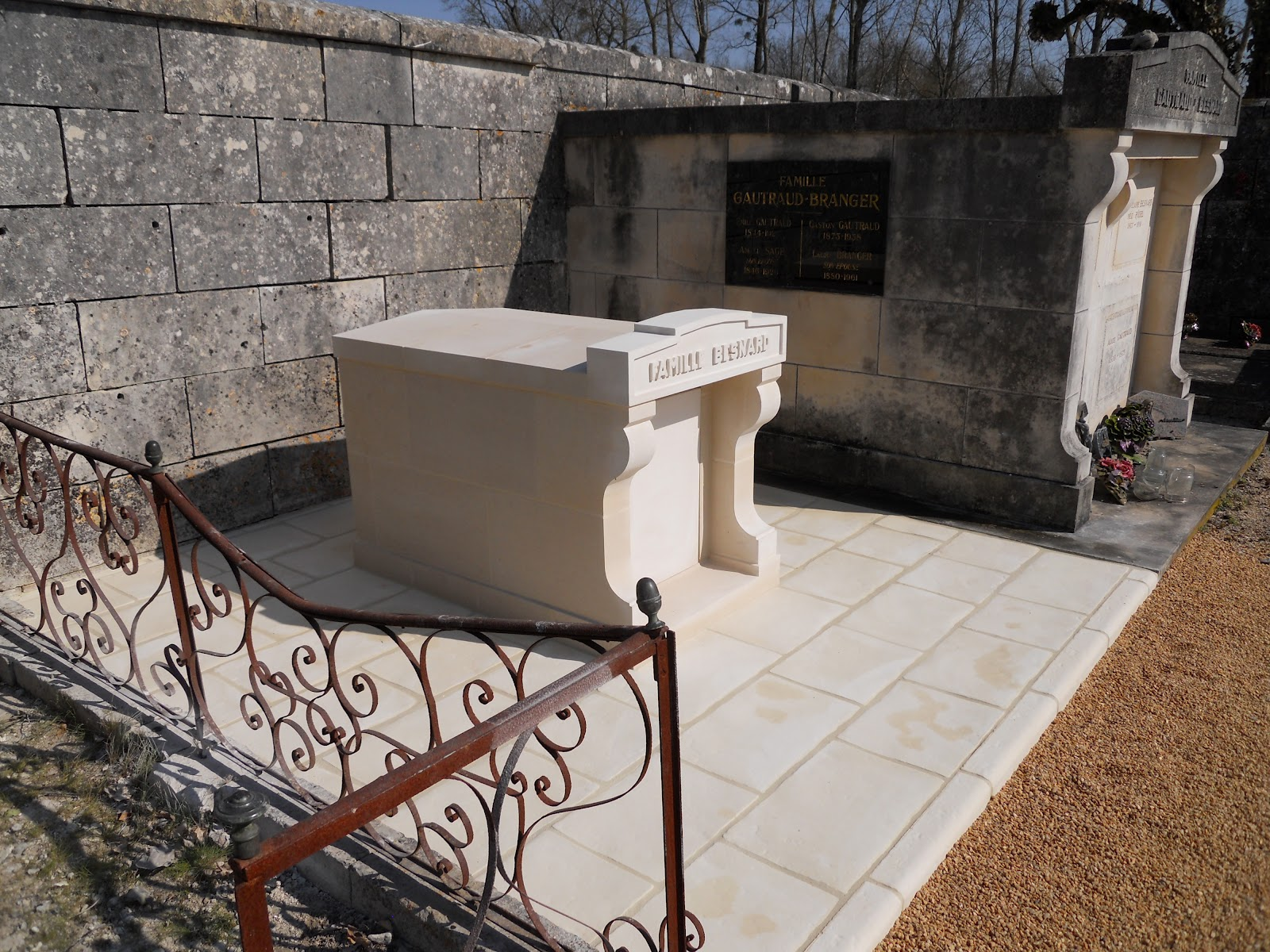 Entreprise de maconnerie pose d 39 un columbarium en pierre de taille - Pose dalle pierre reconstituee ...