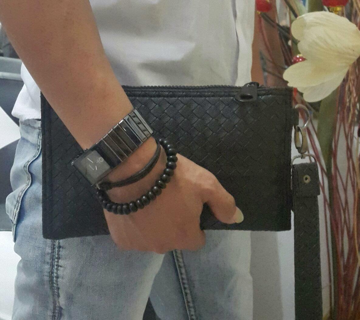 jual mini clutch bag warna hitam motif sulam terbaru.