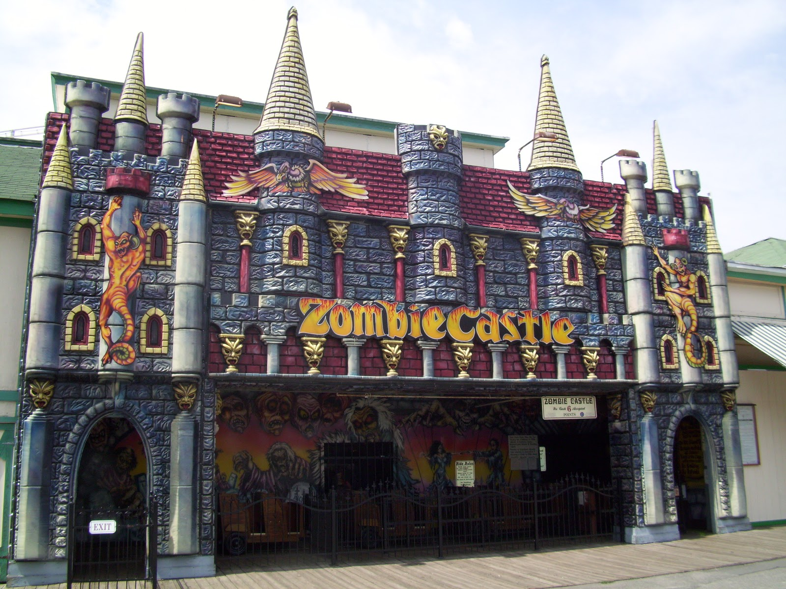 Haunted house pictures at amusement park