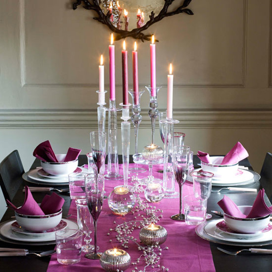 Creative Christmas table decorating picture