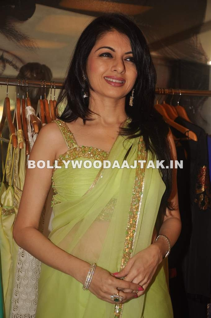 Bhagyashree in green saree - Bhagyashree in Green Hot Saree