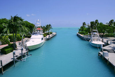 Botes de pesca - Florida Keys fishing boats in turquoise waterway