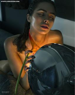 عارضة الأزياء اوليفيا كالبو تتعرى في صور لمجلة Treats 2015
