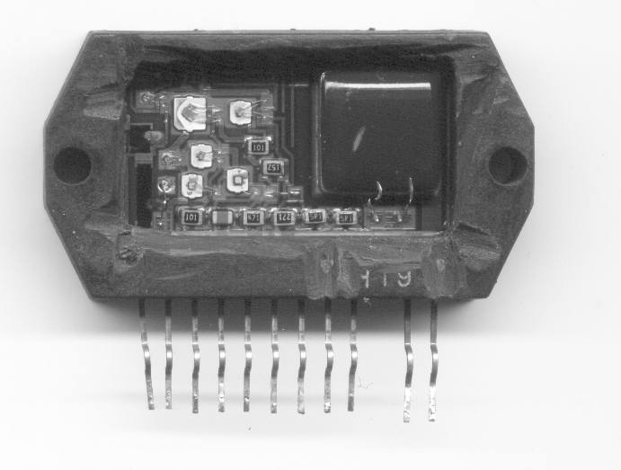 Interior del circuito integrado STK730-090 de buena calidad (notar el MOS-FET original en buen estado).