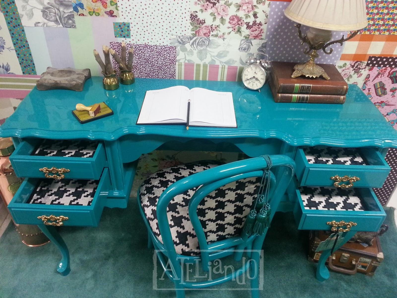 /AAAAAAAAEWU/plgxY7L79Dg/s1600/Escrivaninha e cadeira antiga  #0D505C 1600x1200