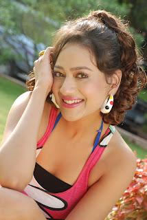 Madalasa Sharma Spicy stills in Bin Pathayeram Kodi Tight Pink T Shirt