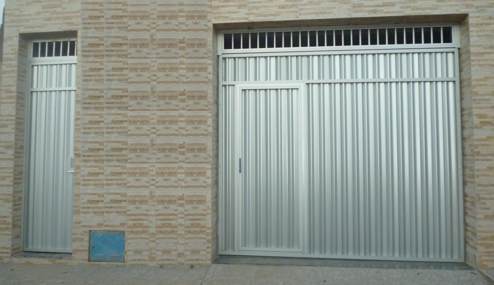 #496771  BASCULANTE ALUMÍNIO FOSCO COM PORTA EMBUTIDA E BANDEIRA VAZADA 1100 Portas E Janelas De Aluminio Na Telha Norte