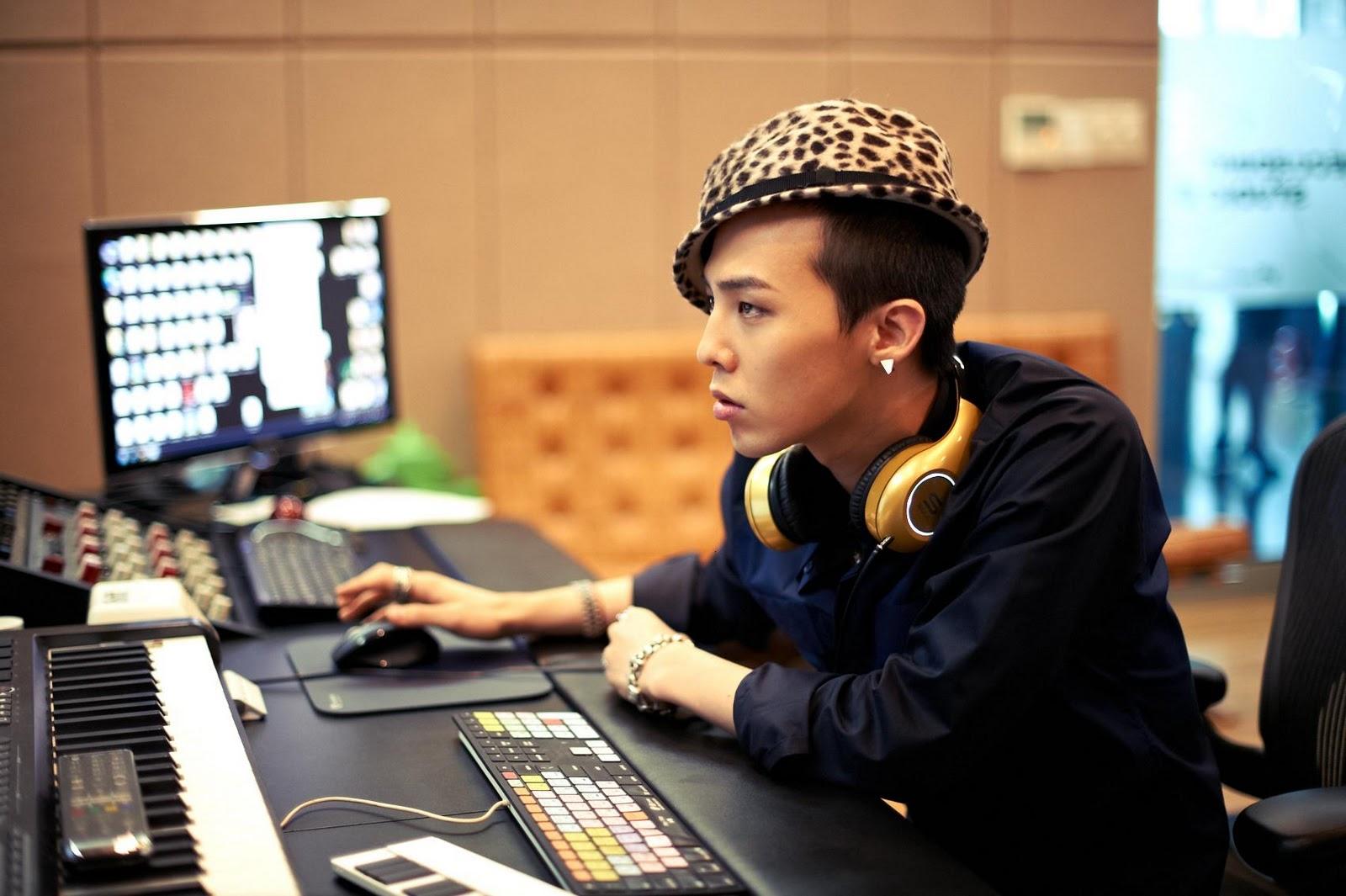 G-Dragon  Photos - Page 2 Bigbang-soul-by-ludacris-headphones-bigbangupdates.com-10